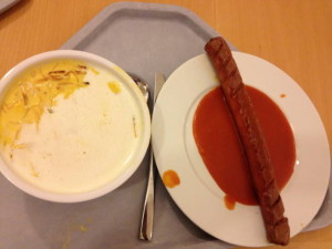 Currywurst mit Suppe